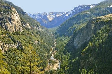1599px-1_yosemite_valley_view_z